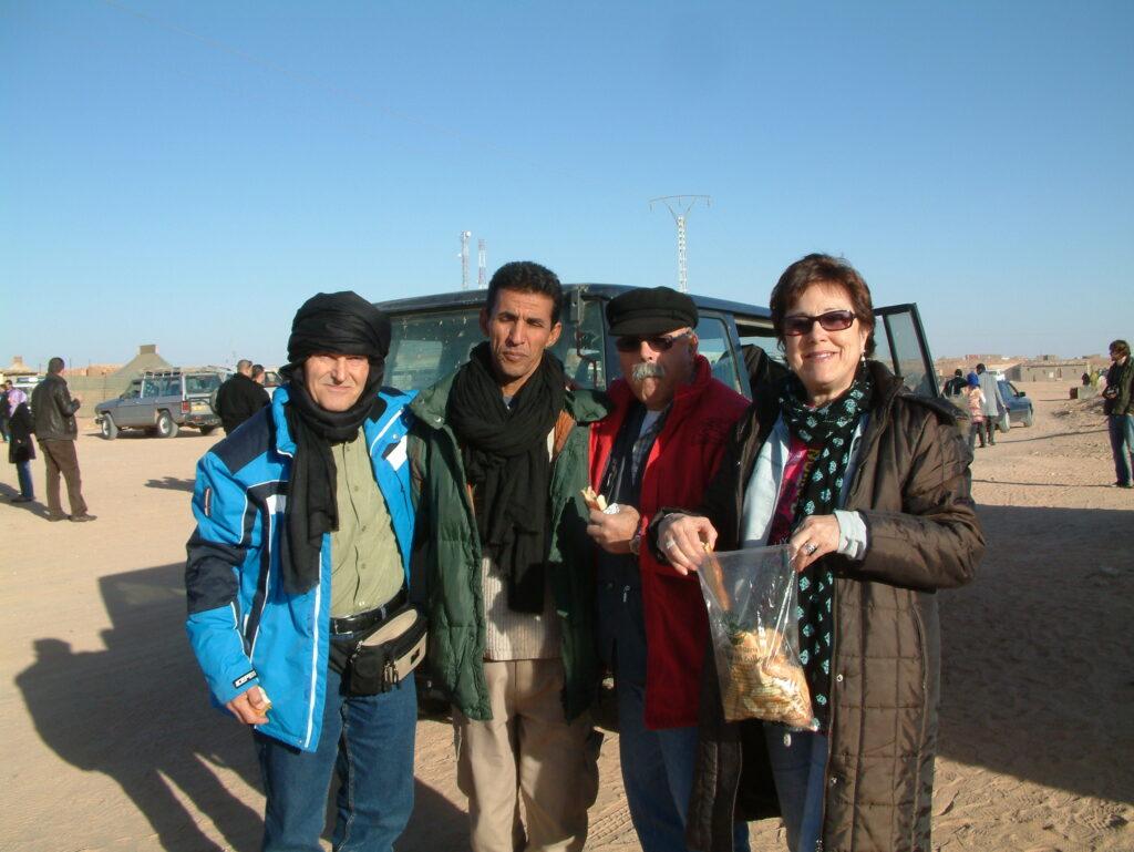 Manuel Ochando, Hammada, Paco Gutiérrez y Amparo, a punto de salir para el Sahara occidental